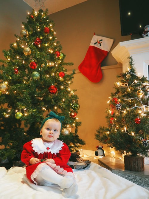 Baby Christmas Photo Ideas You Can Try at Home